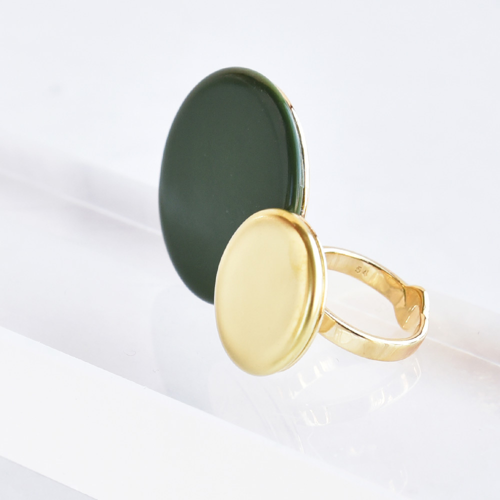 Bague Disque Vert Mousse en porcelaine de la collection Be Bold Over Bernardaud