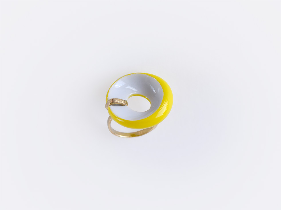 Bague plate Alba jaune en porcelaine de la collection ALBA JAUNE Bernardaud