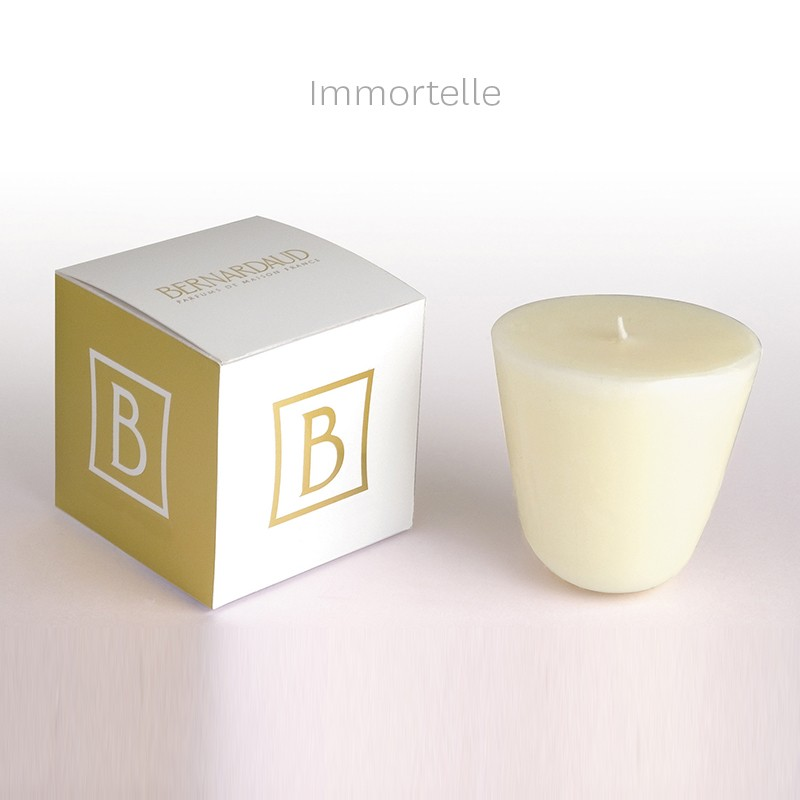 Bougie 200 gr Immortelle (durée de diffusion : environ 60 h) en porcelaine de la collection Parfums de maison Bernardaud