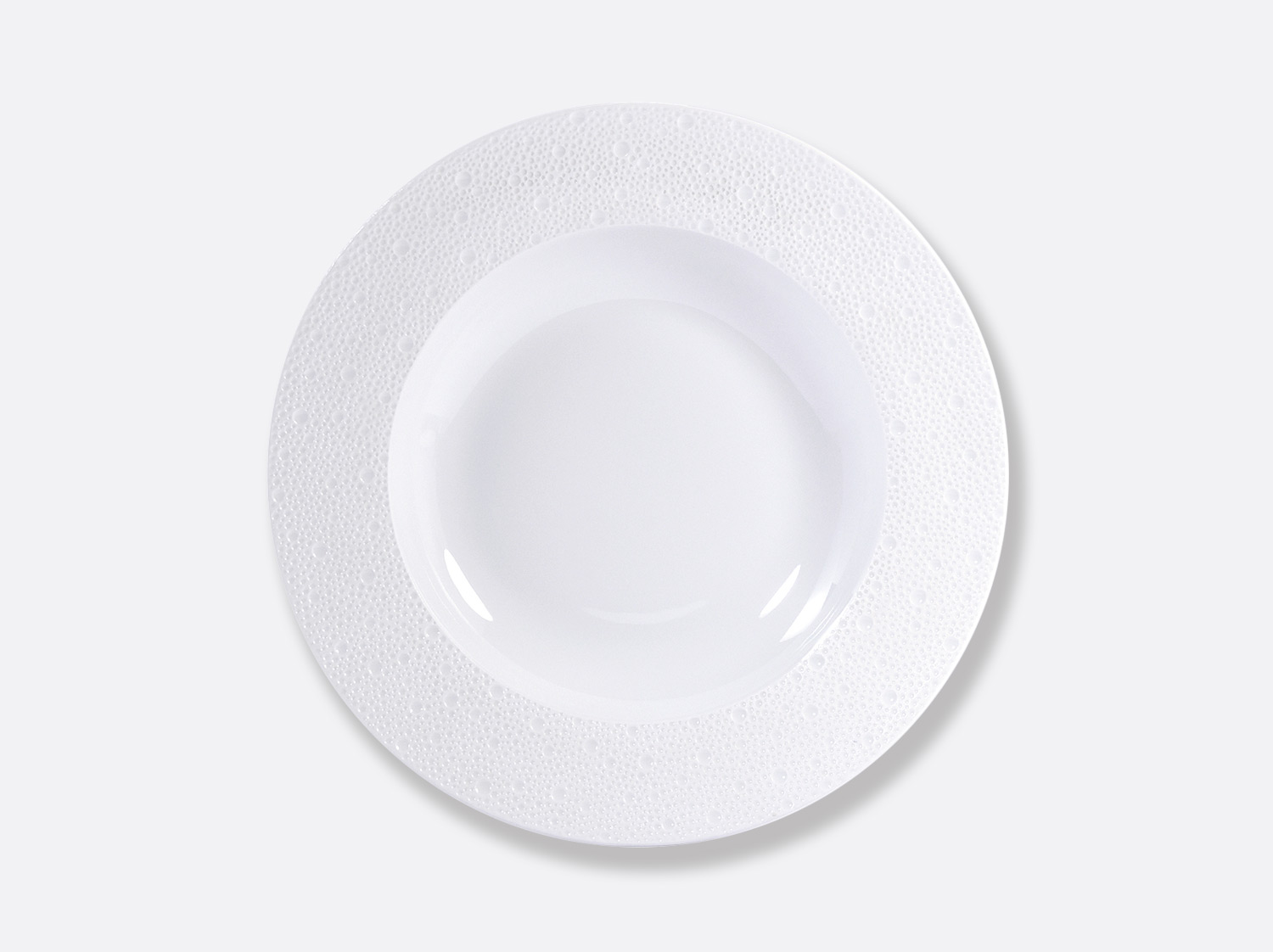 Assiette creuse à ailes 29,5 cm en porcelaine de la collection Ecume Bernardaud