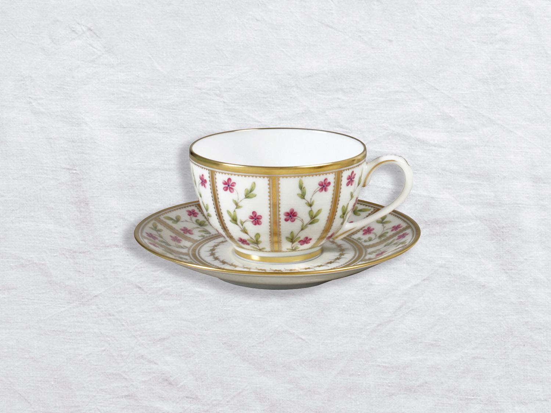 Tasse et soucoupe à thé en porcelaine de la collection Roseraie Bernardaud