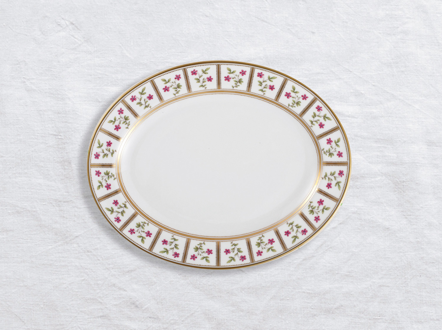 Plat ovale 38 cm en porcelaine de la collection Roseraie Bernardaud