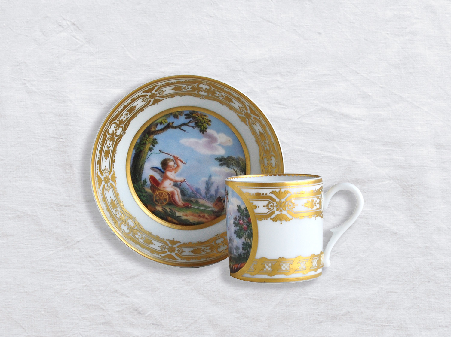 Tasse et soucoupe litron en porcelaine de la collection Venus corrigeant l amour Bernardaud