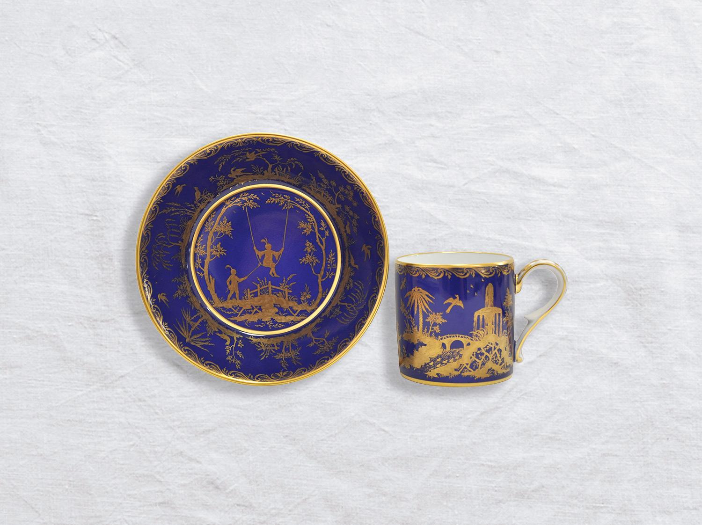 Tasse et soucoupe litron en porcelaine de la collection Chinoiserie fond bleu Bernardaud