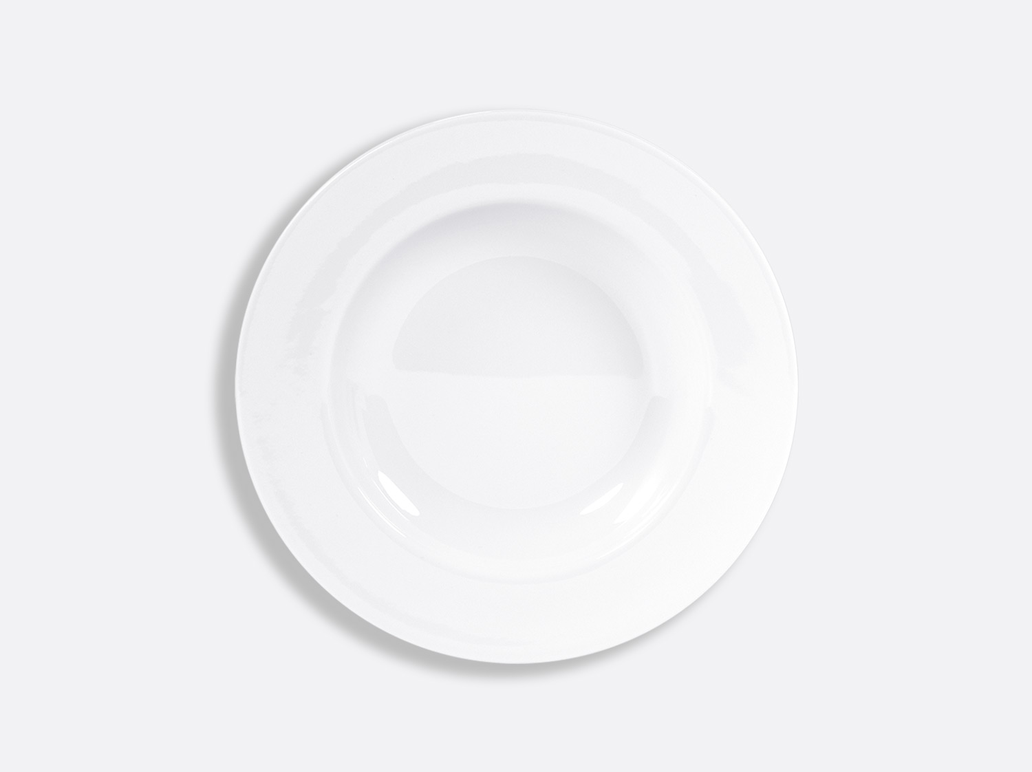 Assiette creuse à aile 23 cm en porcelaine de la collection PHOEBE BLANC Bernardaud