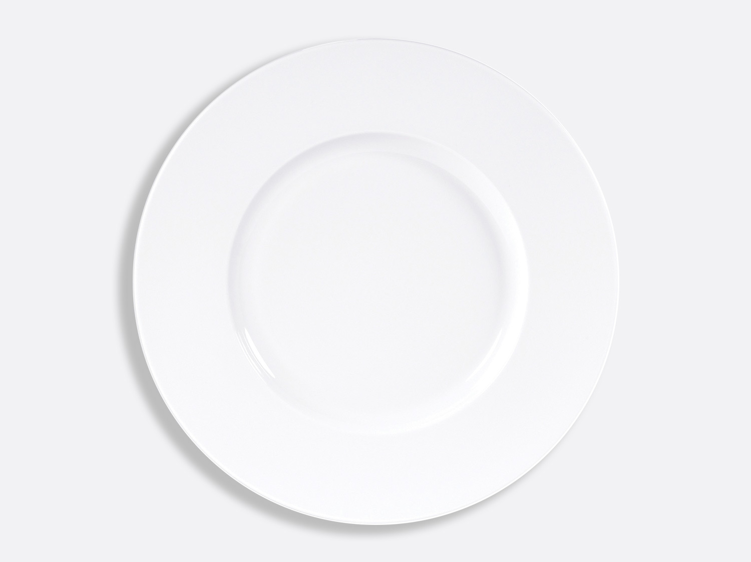 Assiette plate aile large D. 32 cm en porcelaine de la collection PHOEBE BLANC Bernardaud