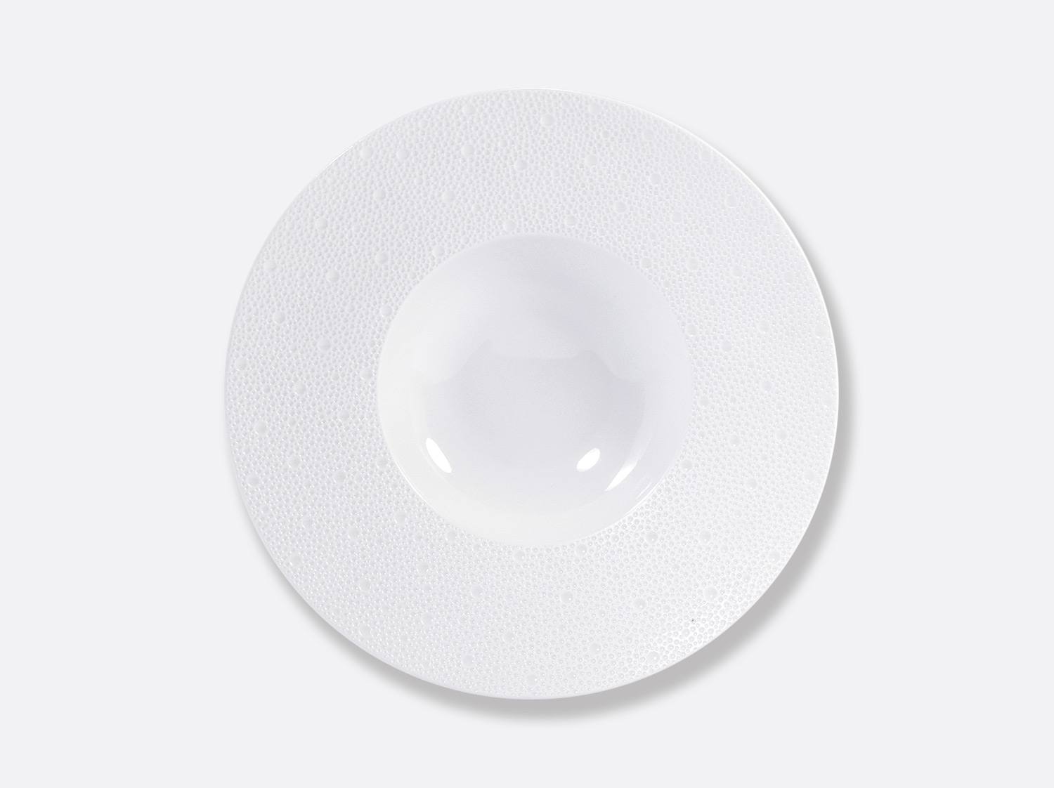 Assiette Creuse à aile large 27 cm en porcelaine de la collection ECUME BLANC Bernardaud