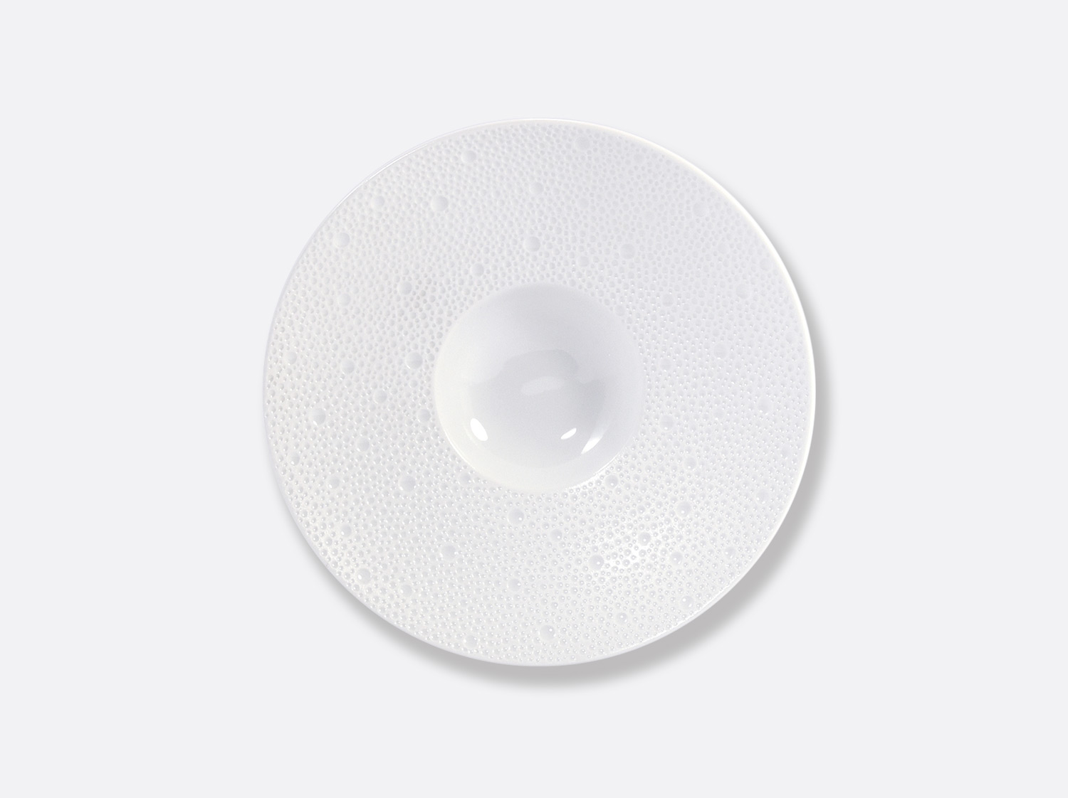 China パシフィックプレート 23 cm of the collection ECUME BLANC AILE MAT | Bernardaud