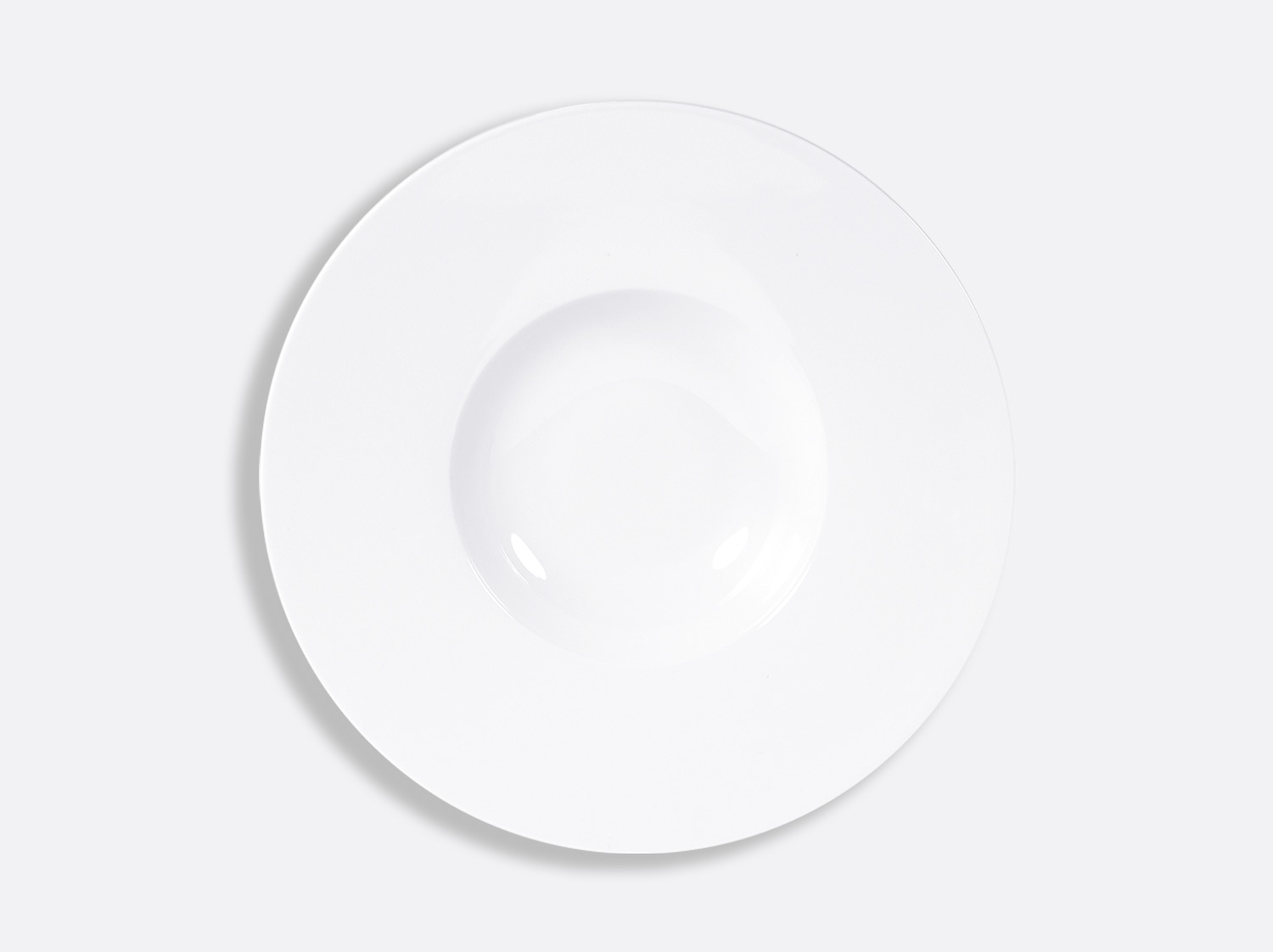 Assiette creuse à aile large 27 cm en porcelaine de la collection FUSION BLANC Bernardaud