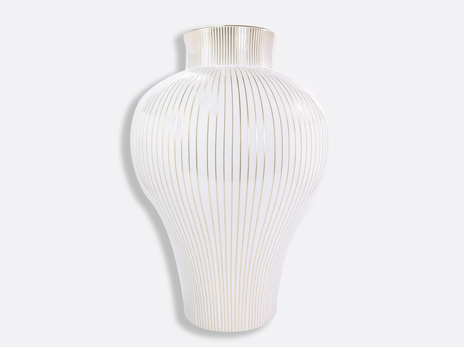 Vase H. 46 cm D. 32,5 cm en porcelaine de la collection Cage Bernardaud