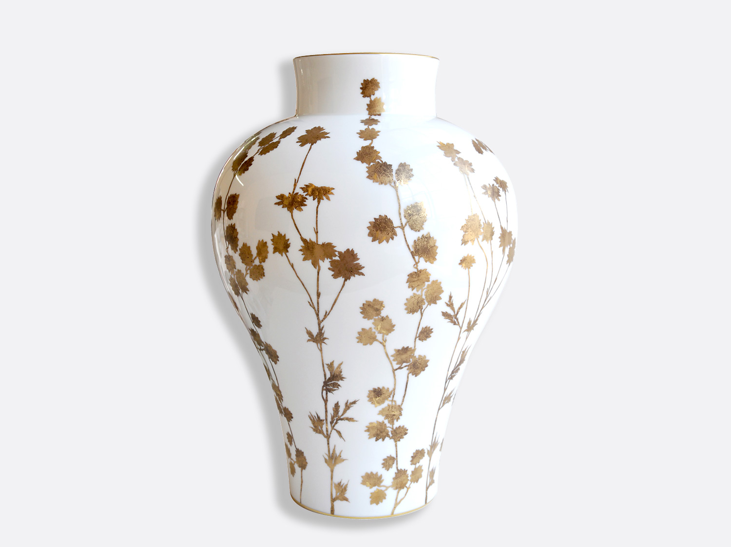 Vase H. 46 cm D. 32,5 cm en porcelaine de la collection Anthemis or Bernardaud