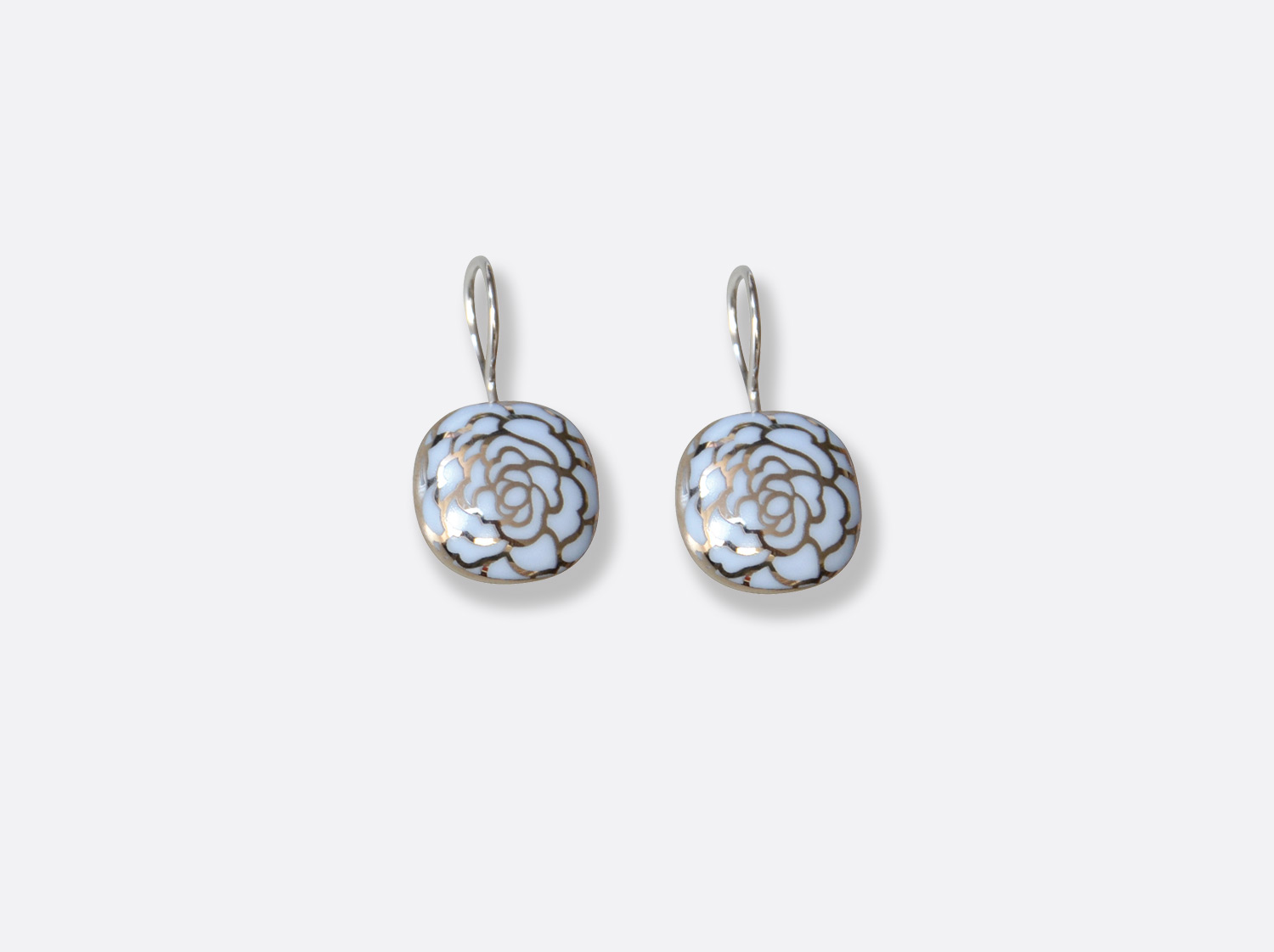 Boucles d'oreilles en porcelaine de la collection Gardenia Bleu Platine Bernardaud