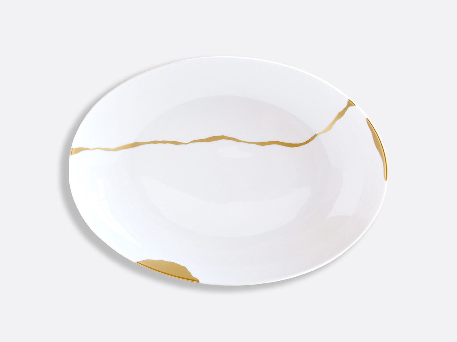 Plat ovale creux 39 x 28 cm en porcelaine de la collection Kintsugi Bernardaud