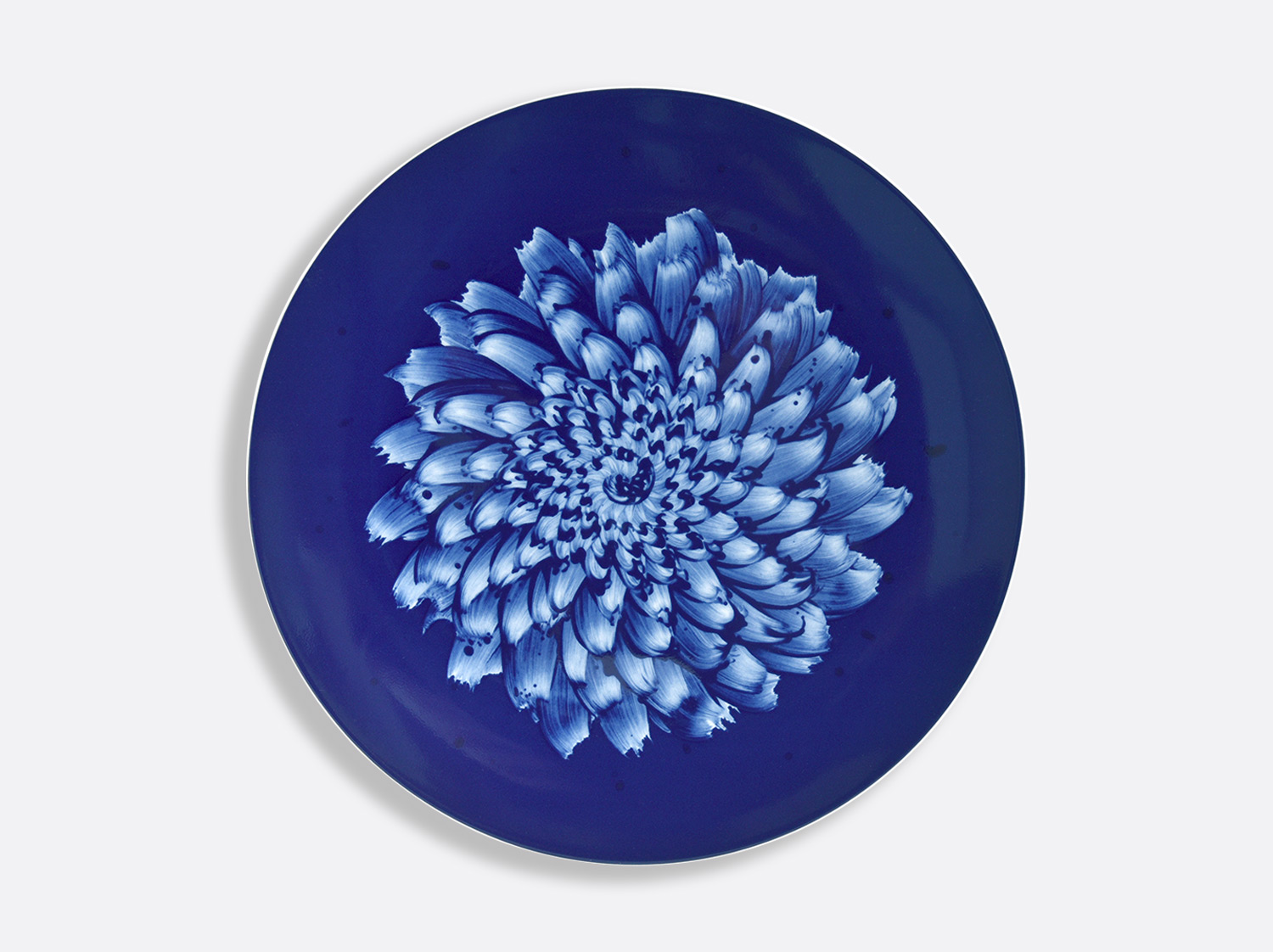 Assiette de présentation ultra plate 31 cm en porcelaine de la collection IN BLOOM - Zemer Peled Bernardaud
