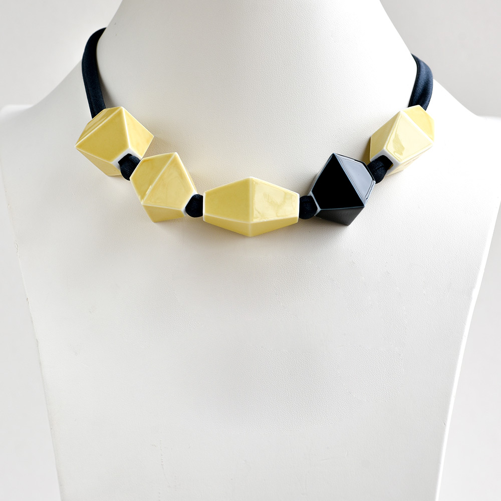 China Perles Jaune et Noir Choker of the collection Be Bold Over | Bernardaud
