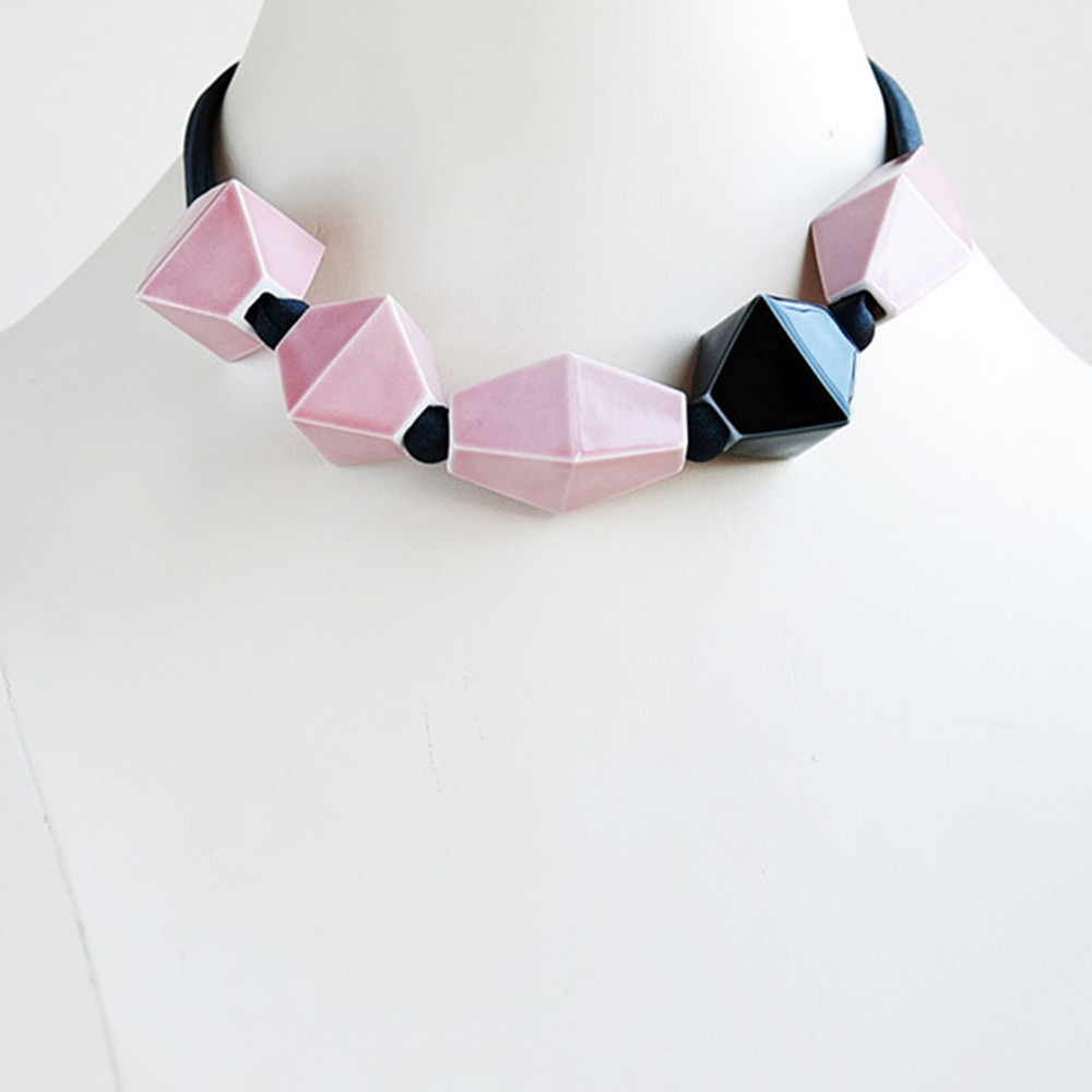 China Perles Rose et Noir Choker of the collection Be Bold Over | Bernardaud