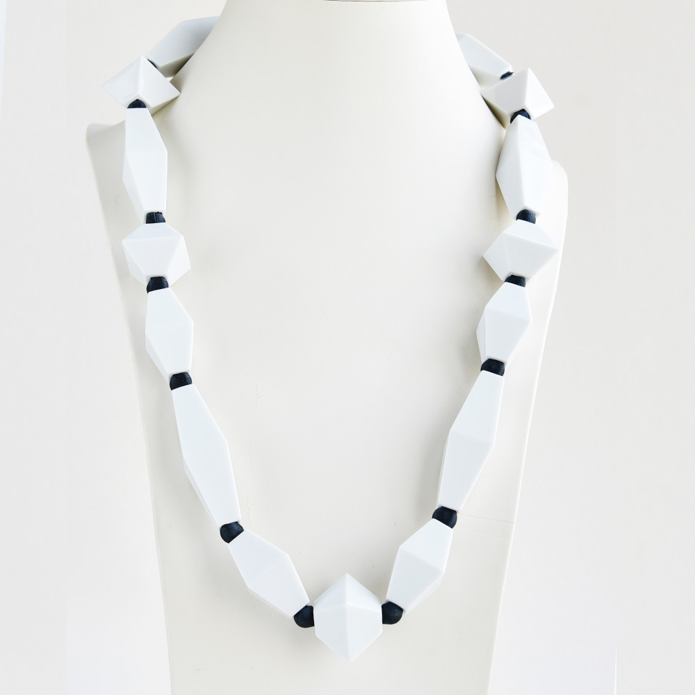 China Perles Blanc Long Necklace of the collection Be Bold Over | Bernardaud