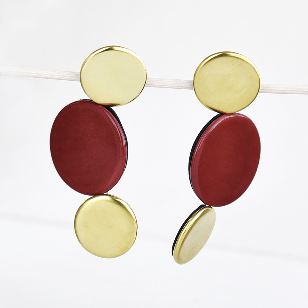 Boucles d'oreilles Disque Corail et Or en porcelaine de la collection Be Bold Over Bernardaud