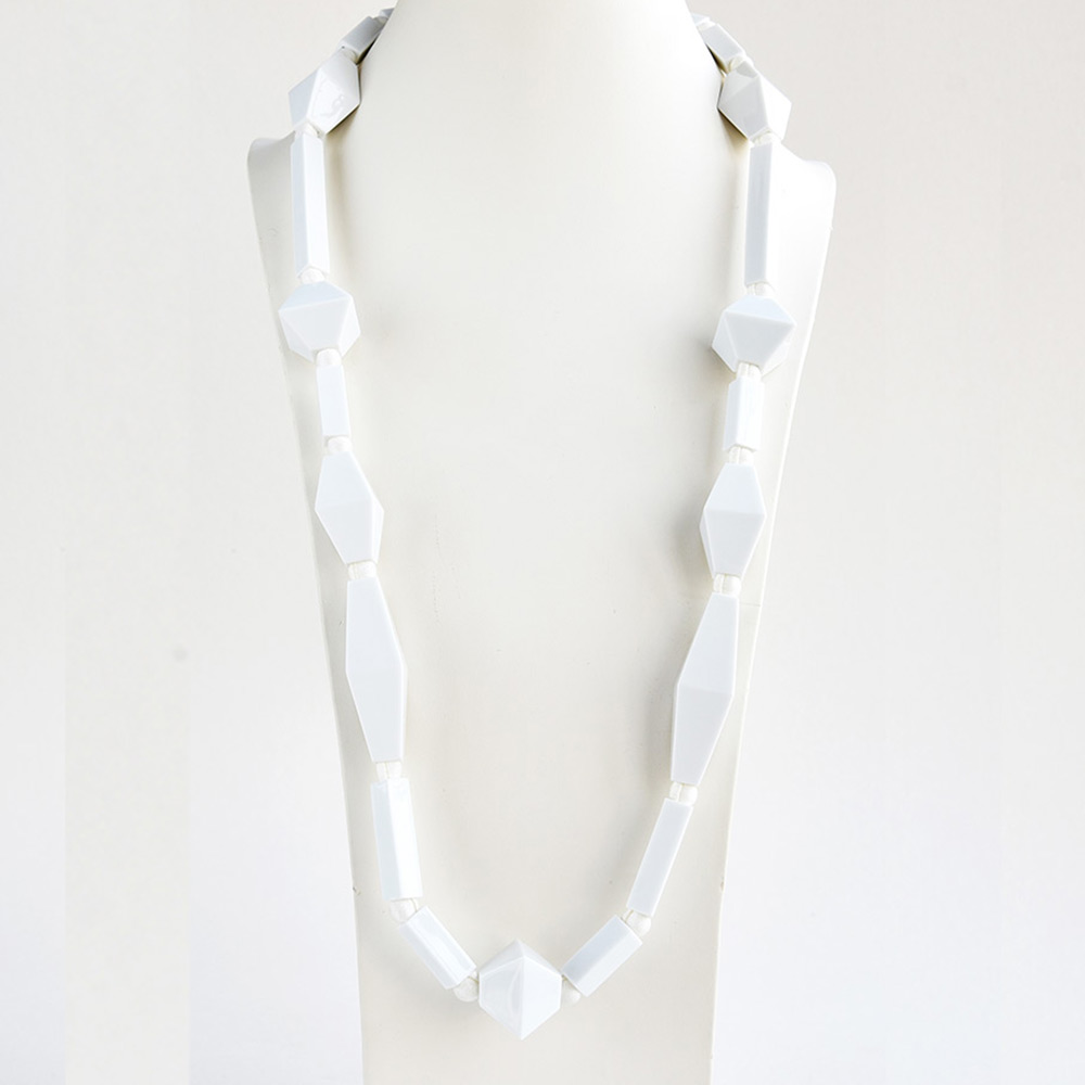 China Perles et Tubes Blanc Long Necklace of the collection Be Bold Over | Bernardaud