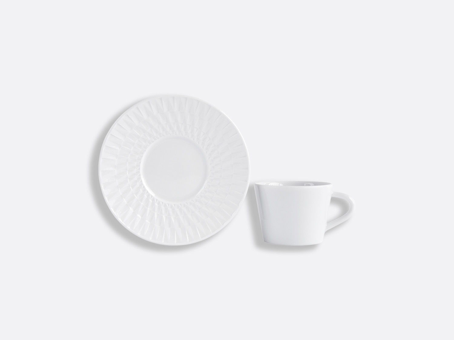 Tasse et soucoupe à café 6 cl en porcelaine de la collection Twist Bernardaud