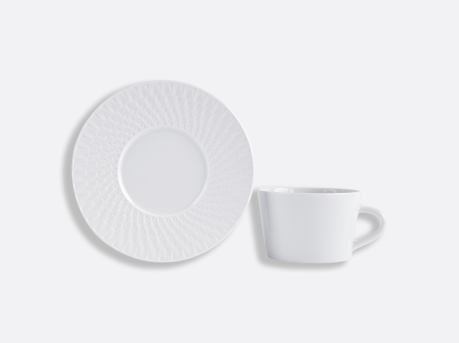 Tasse & soucoupe thé 15 cl en porcelaine de la collection Twist Bernardaud