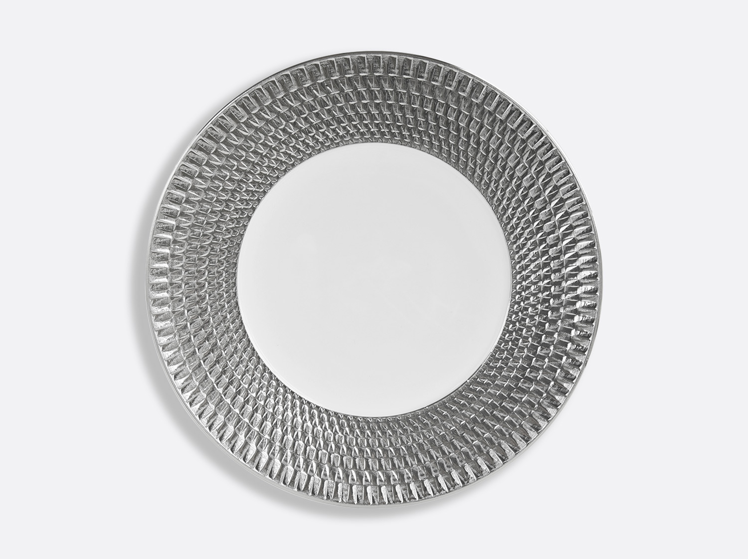 Assiette de présentation 29,5 cm en porcelaine de la collection Twist platine Bernardaud
