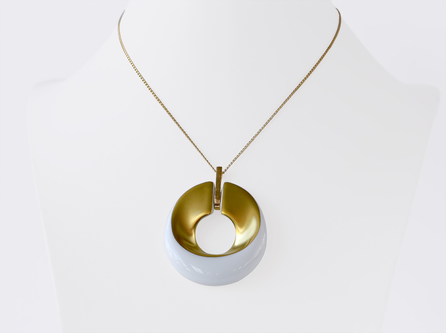 China Pendant of the collection ALBA BLANC ET OR | Bernardaud