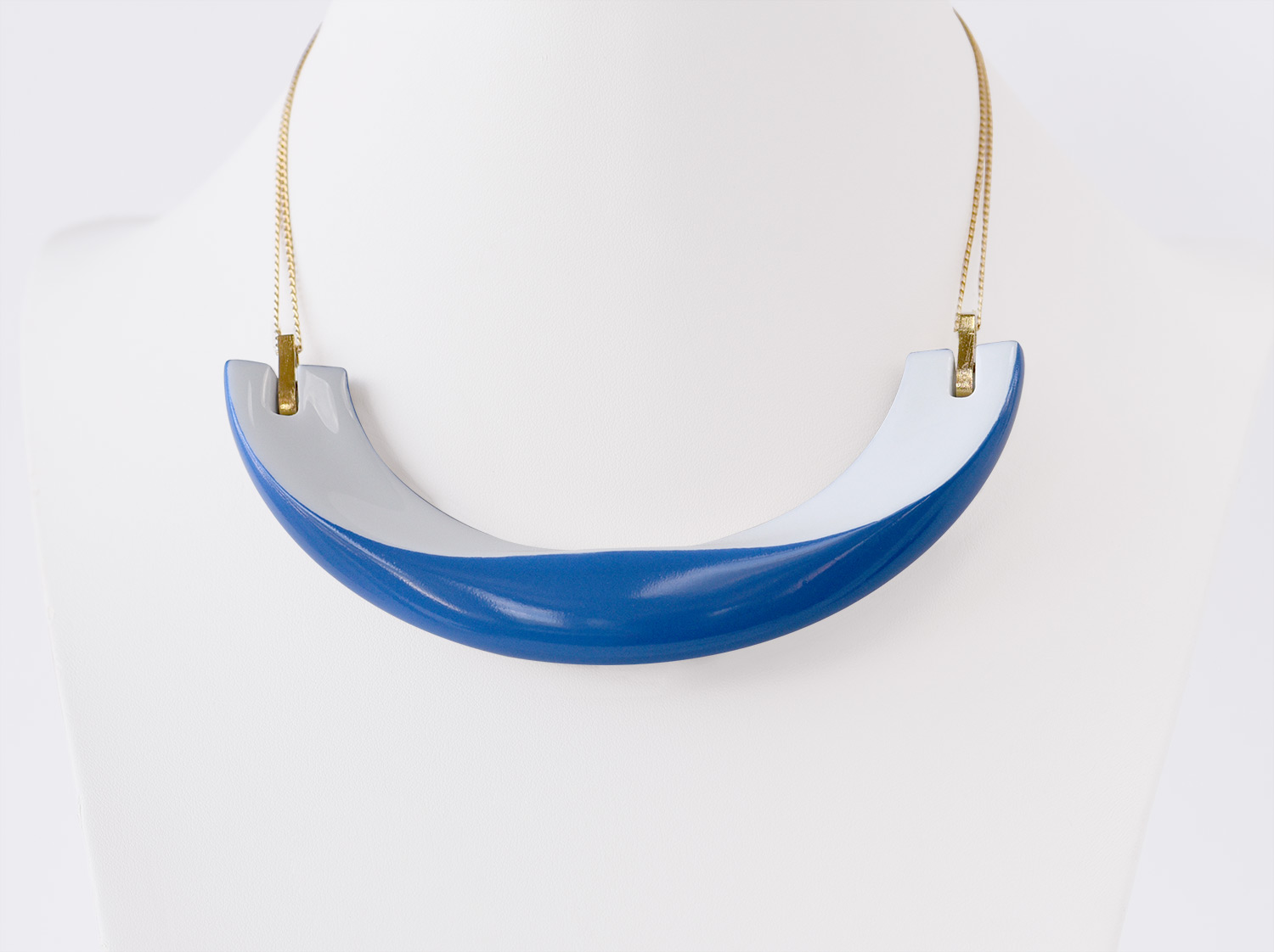 Collier Alba bleu en porcelaine de la collection ALBA BLEU Bernardaud