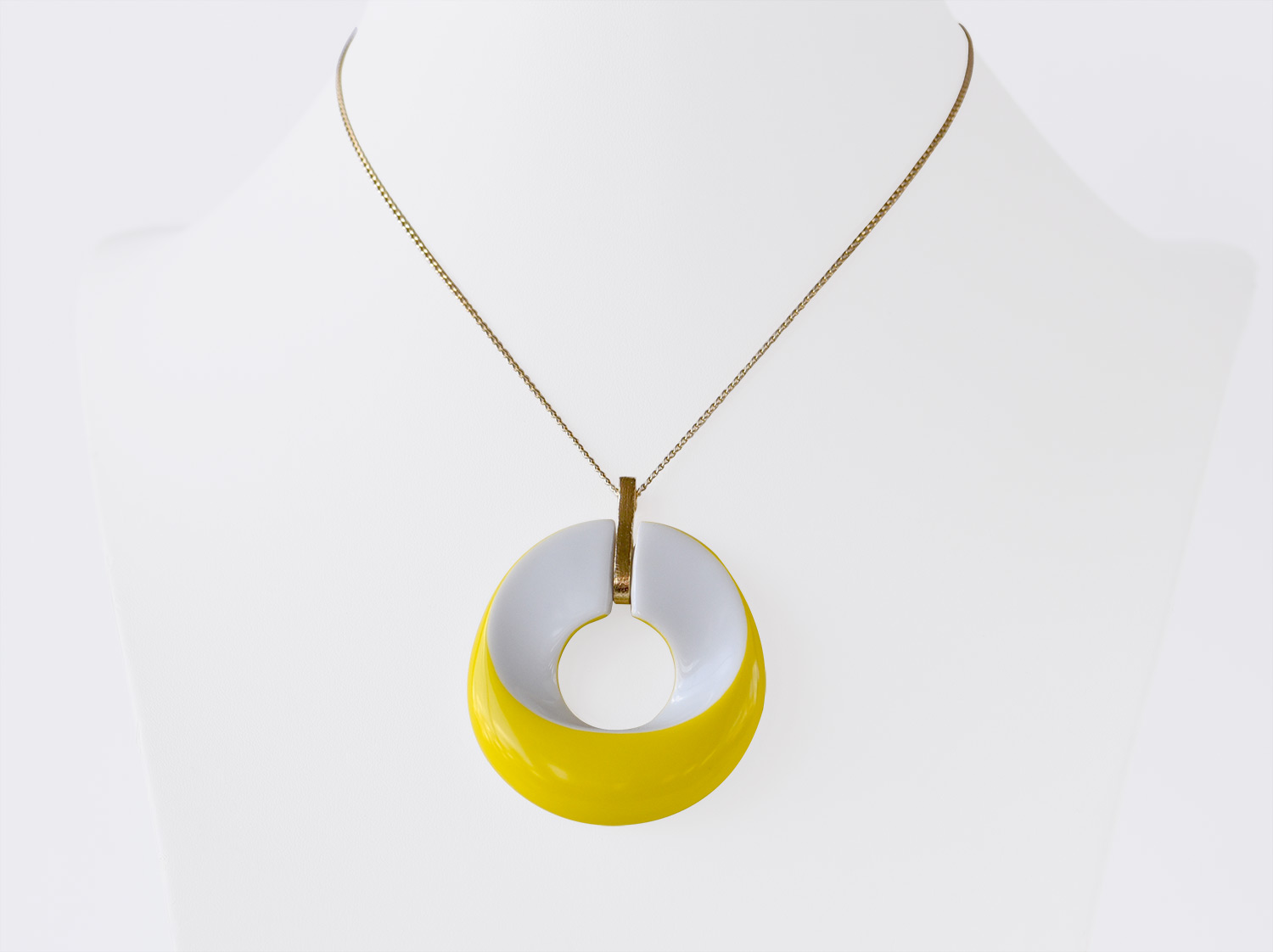 Pendentif Alba jaune en porcelaine de la collection ALBA JAUNE Bernardaud