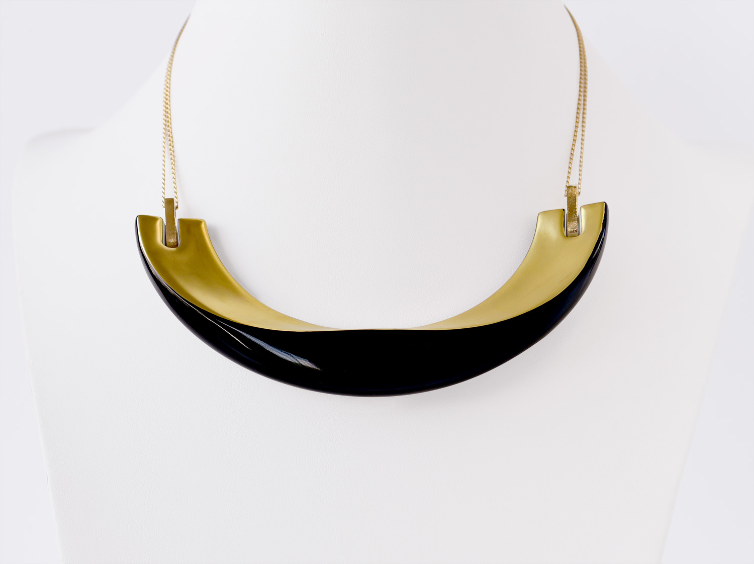 China Necklace of the collection ALBA NOIR ET OR | Bernardaud