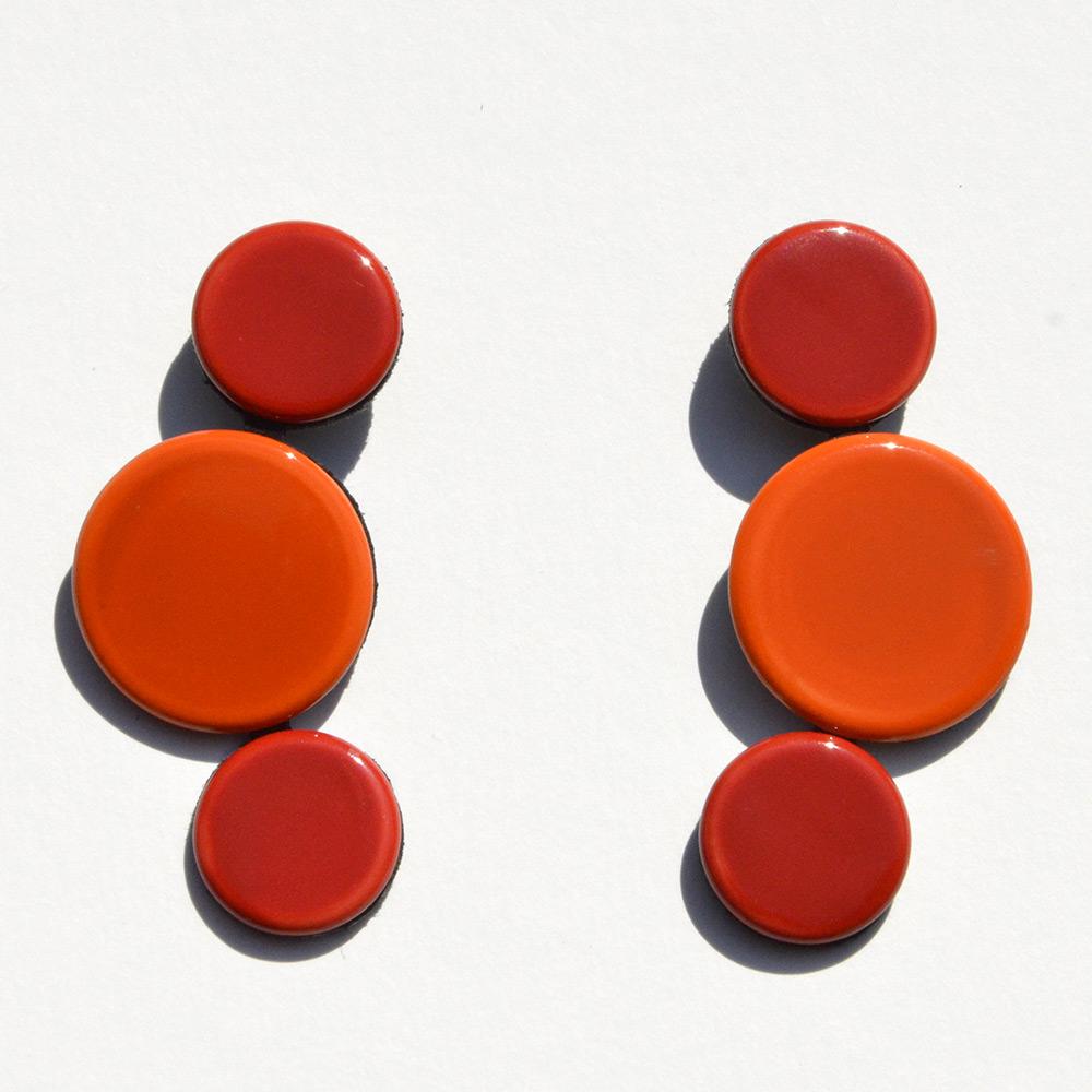 Boucles d'oreilles Disque Rouge et Orange en porcelaine de la collection Be Bold Over Bernardaud