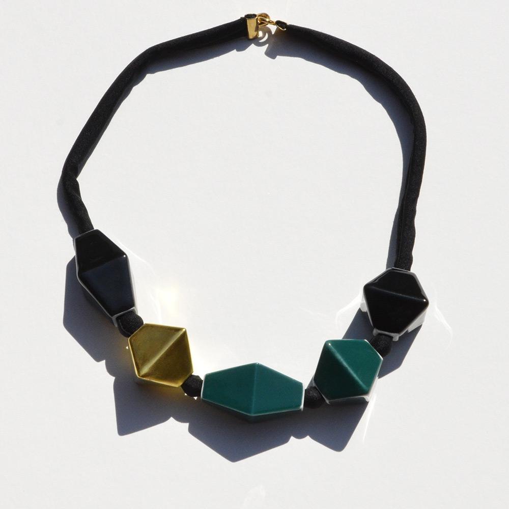 Ras du cou Perles Noir et Vert en porcelaine de la collection Be Bold Over Bernardaud