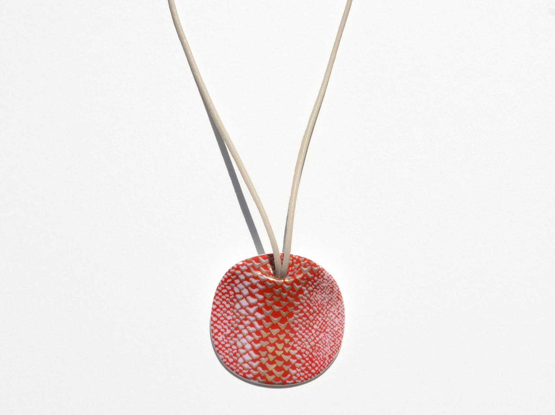 Pendentif Long Ladon Rouge en porcelaine de la collection LADON ROUGE Bernardaud